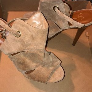 If only I could walk in these! 😩